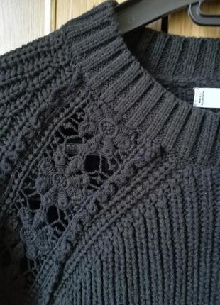 Оригинальный свитер с кружевом
