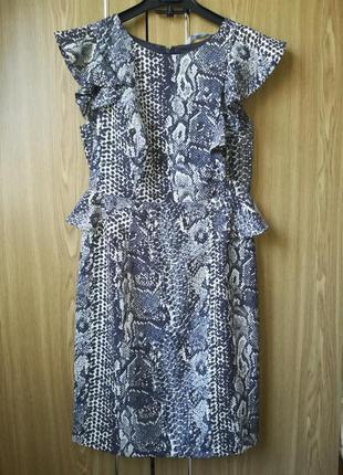 Платье змеиный принт с воланами