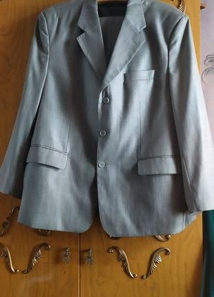 Мужской костюм р.60+рубашка и галстук