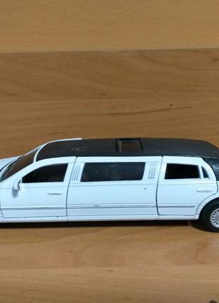Модель машин lincoln limousine stretch 1999