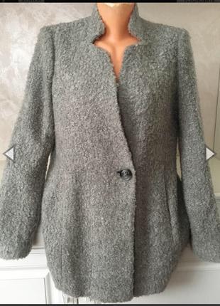 Стильное буклированное пальто бойфренд
