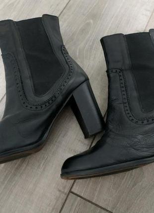 Кожаные сапоги ботинки на каблуке ботильоны черные