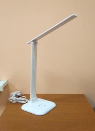 Светодиодная настольная лампа с регуляцией яркости света