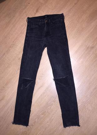 👖стильные джинсы скинни с порванными коленями h&m