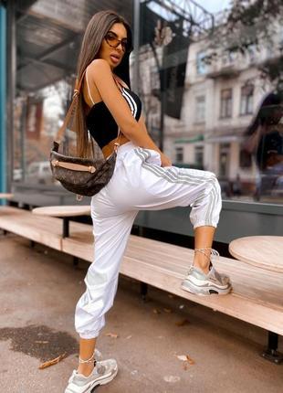 Спортивные штаны с рефлекторными полосками