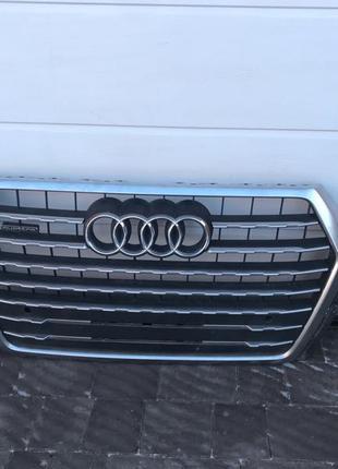 Решетка радиатора Audi Q7 4M