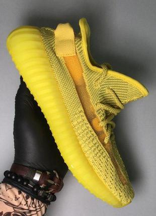 Кроссовки в желтом цвете