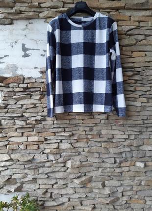 Эффектный клетчатый пуловер большого размера