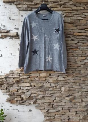 Теплый со звездами пуловер большого размера