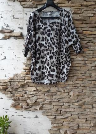 Эффектный в леопардовый принт пуловер большого размера