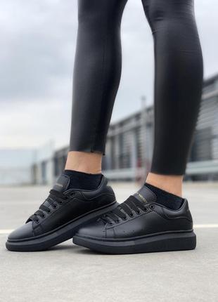 Черные женские кроссовки alexander mcqueen