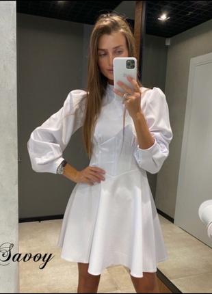 Стильное платье белого цвета