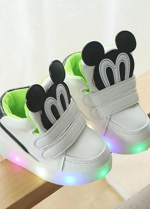Кроссовки с led подсветкой . унисекс .