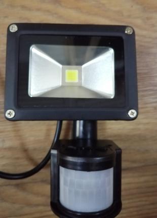 Светодиодный прожектор СОВ 10W с датчиком движения IP65