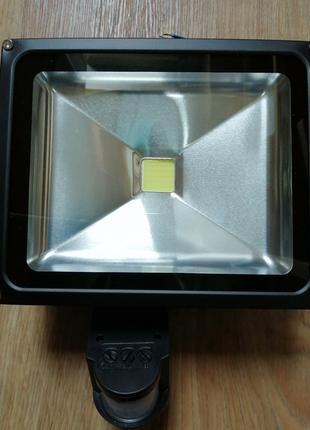 Светодиодный прожектор СОВ 30W с датчиком движения IP65