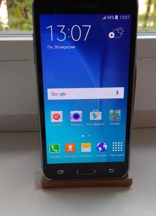 Смартфон Samsung Galaxy J5 SM-J500H Black,в хорошем состоянии.