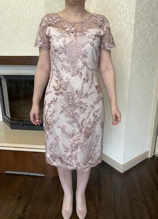 Шикарное платье, итальянская вышивка на сетке