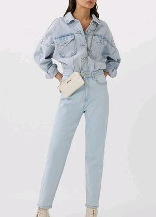 Идеальные джинсы известного бренда stradivarius модель mom slim f
