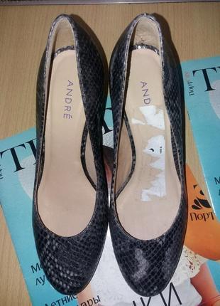 Кожаные красивые туфли