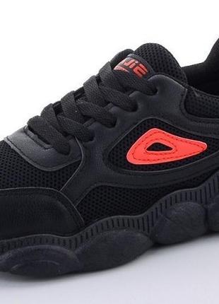 Подростковые кроссовки на фигурной подошве