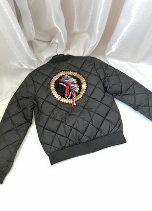 Стёганая куртка бомбер  с аппликацией индеец пайетки
