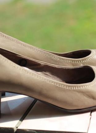 Удобные кожаные туфли tamaris 37-38