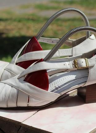 Шикарные кожаные туфли 35-36 medicus