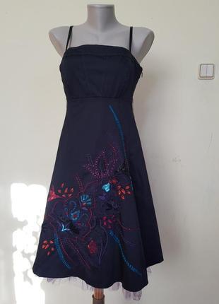Красивое нарядное вечернее коктейльное платье с вышивкой