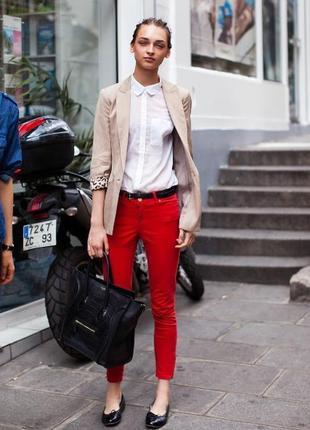 Красно-бордовые зауженные джинсы с металическим блеском