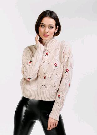 Укорочений в'язаний светр в кольорах