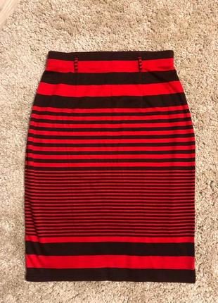 Крутая красная юбка миди прямого покроя