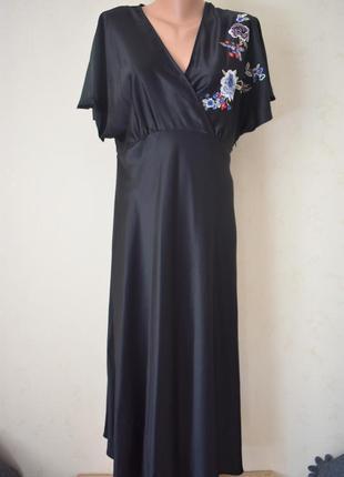 Красивое платье с вышивкой