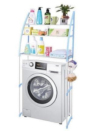 Полка над стиральной машиной для хранения различных предметов.