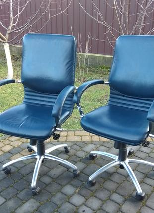 Пара офісних крісел шкіряних, комплект офисных кресел кожа