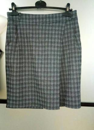 Качественный клетчатый костюм жилетка и юбка. костюм с юбкой м-л