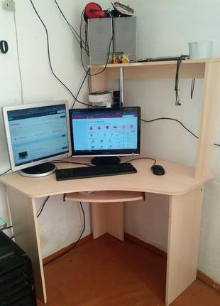 Кутовий комп'ютерний стіл в Гарному стані