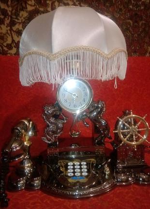 Часы с телефоном и светильником ретро.