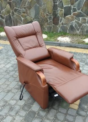 Реклайнер на пульте кресло кожаное, відпочинкове крісло шкіра