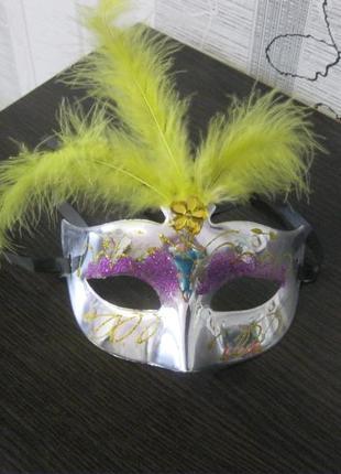 Венецианская карнавальная маска с перьями новый год корпоратив