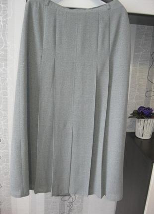 Актуальная лёгкая серый меланж юбка миди для офиса работы складки