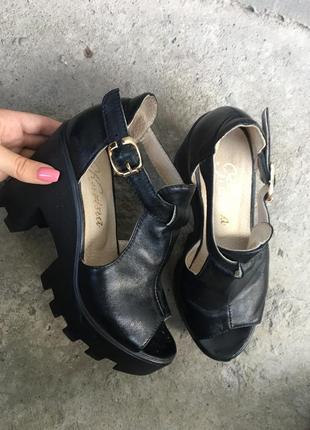 Туфли кожзам на тракторной подошве