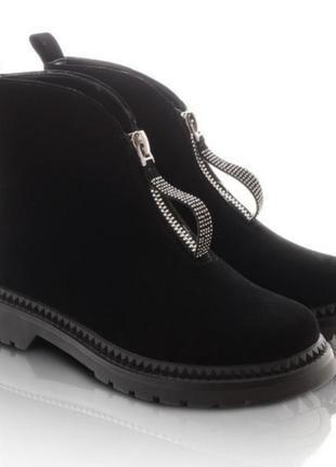 Женские ботинки со змейкой