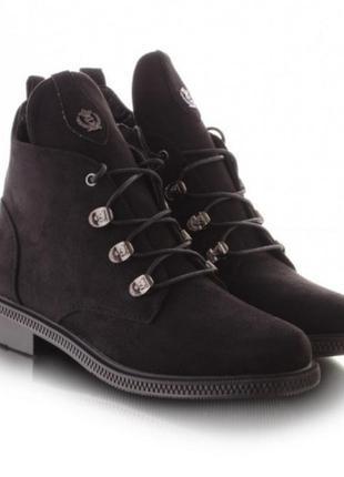 Женские ботинки на шнуровке