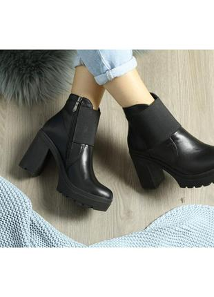 Кожаные ботинки ботильоны на каблуке демисезон