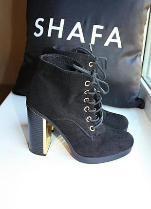 Ботинки под замшу на толстом каблуке с золотом new look (к055)