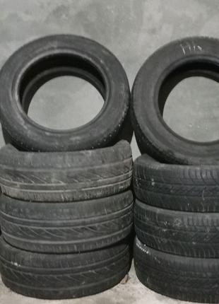 3 комплекти шин і 1 запаска для автомобіля