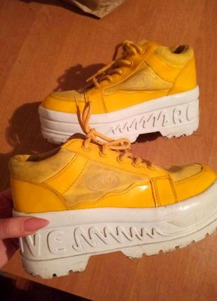 Яркие ботиночки, кросовки на платформе