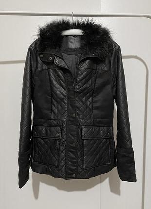 Черная удлиненная кожаная куртка