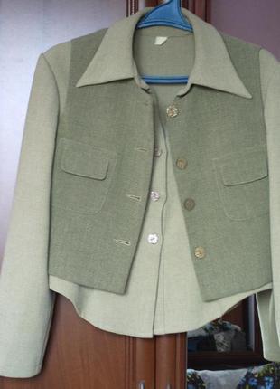 Костюм на 48-50 розмір  спідниця, блузка+жилетка.