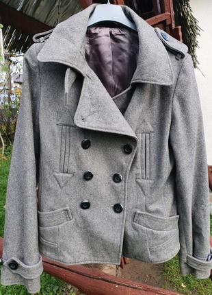 Класное шерстяное короткое пальто, полу пальто на весну